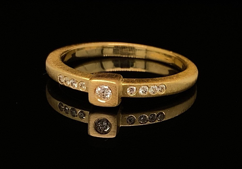 Xena women's gold ring with diamonds in a square setting