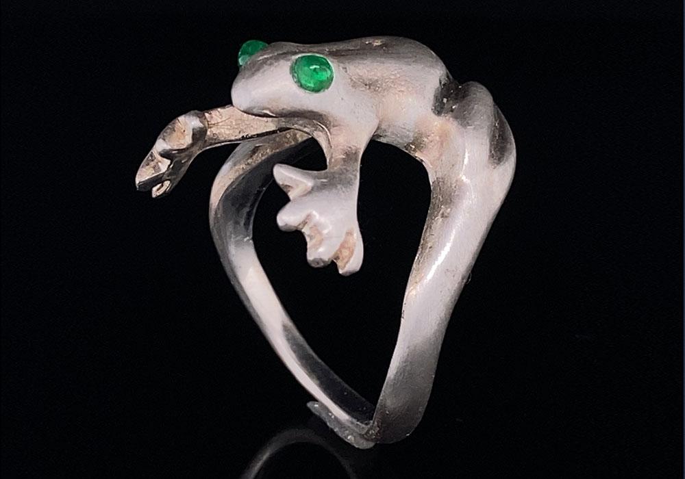 custom silver frog ring with emerald gemstones
